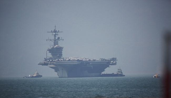 Tàu sân bay Mỹ USS Carl Vinson cập cảng Tiên Sa, Đà Nẵng Ảnh: Xuân Mai