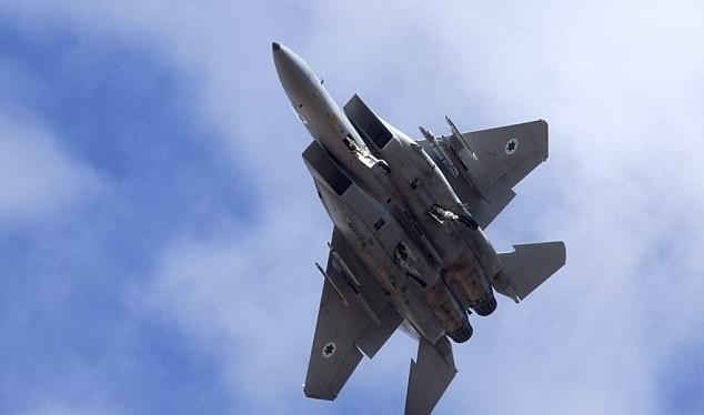 Hai chiến đấu cơ F-15 của Israel được cho là đã phát động đợt tấn công tên lửa vào căn cứ không quân Syria