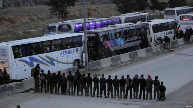 Phiến quân Syria đầu hàng chính phủ, sơ tán khỏi Đông Ghouta