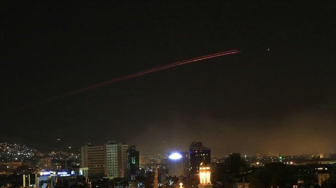 Phòng không Syria đáp trả tên lửa liên quân Mỹ, Anh, Pháp trong cuộc tấn công ngày 14/4
