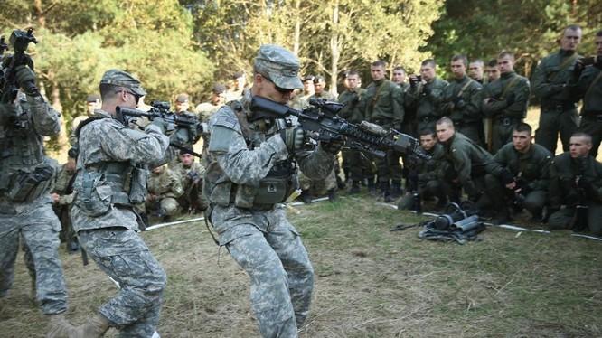 Cố vấn Mỹ huấn luyện binh sĩ Ukraine