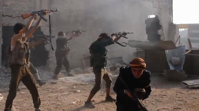 Nhiều nhóm thánh chiến Syria được phương Tây và các nước Vùng Vịnh hậu thuẫn