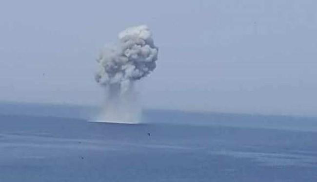 Chiếc Su-30SM gặp nạn bị rơi gây ra một cột nước lớn trên biển