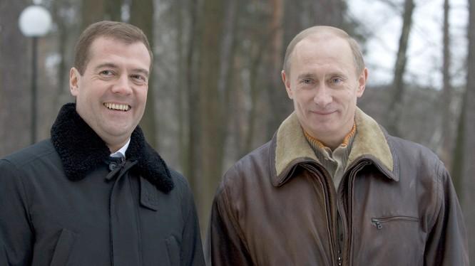 Cặp bài trùng Putin - Medvedev cùng nhau lèo lái nước Nga