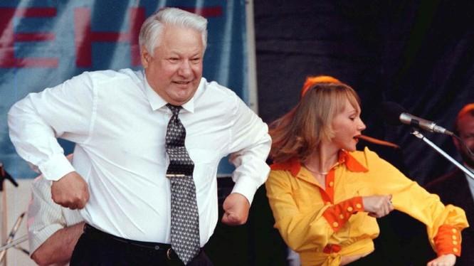 Ông Yeltsin nổi tiếng về hành xử mâu thuẫn