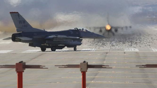Chiến đấu cơ F-16 xuất kích