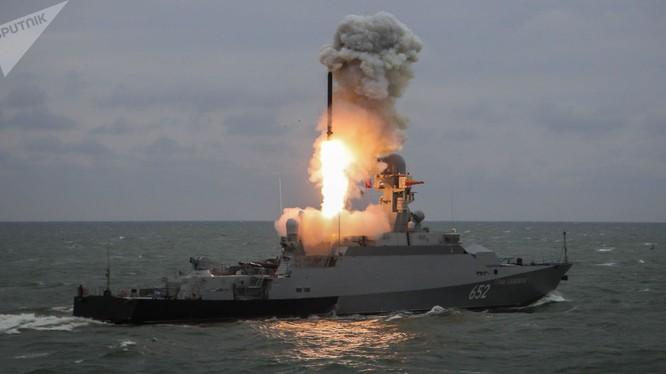 Chiến hạm Nga phóng tên lửa hành trình tầm xa Kalibr