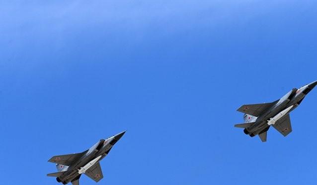 Máy bay đánh chặn tầm xa Mig-31 trang bị siêu tên lửa Kinzhal của Nga