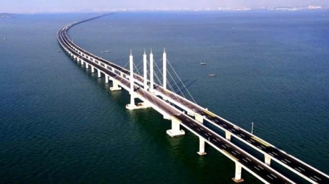 Cầu Kerch nối bán đảo Crimea với lục địa Nga