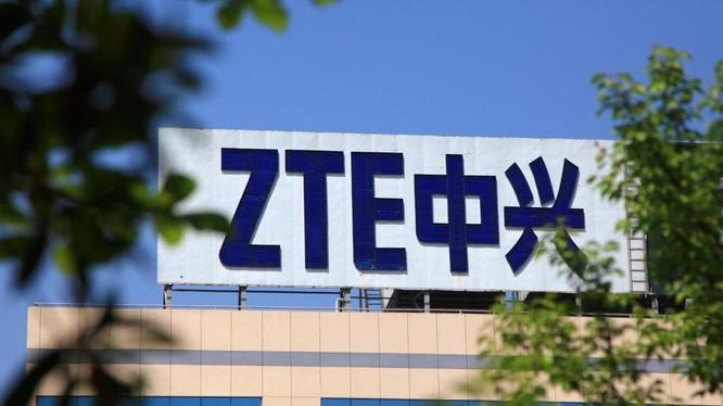 Tập đoàn ZTE Trung Quốc vừa bất ngờ thoát khỏi sự trừng phạt của ông Trump