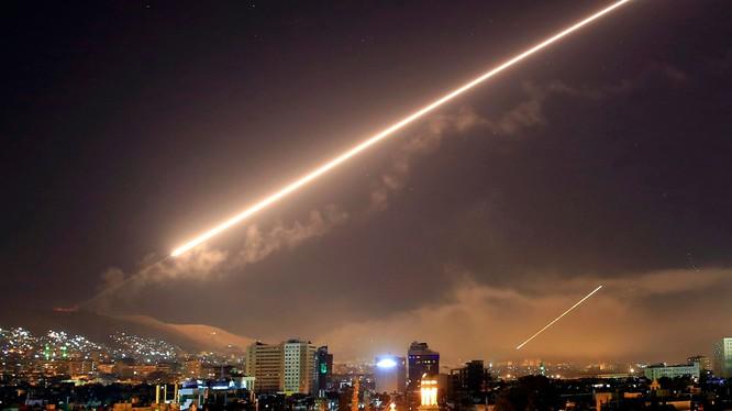 Lưới lửa phòng không Syria chống trả liên quân Mỹ-Anh-Pháp tấn công hôm 14.4