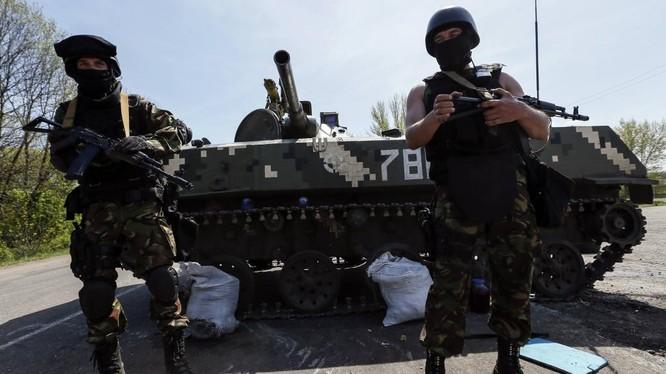 Binh sĩ Ukraine ở khu vực miền đông