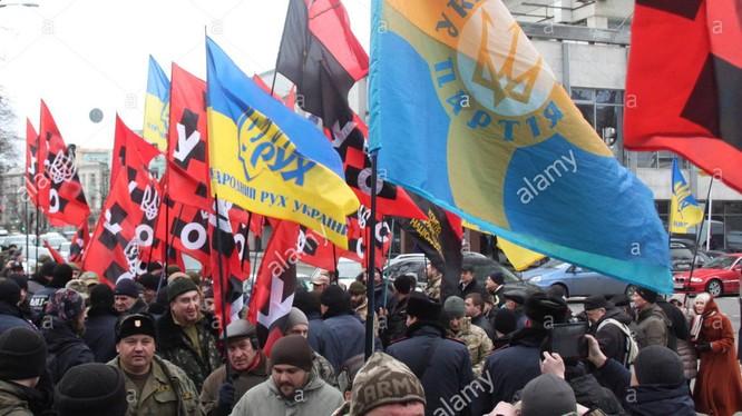Những nhóm cực hữu nổi lên như nấm sau mưa tại Ukraine sau cuộc khủng hoảng năm 2014