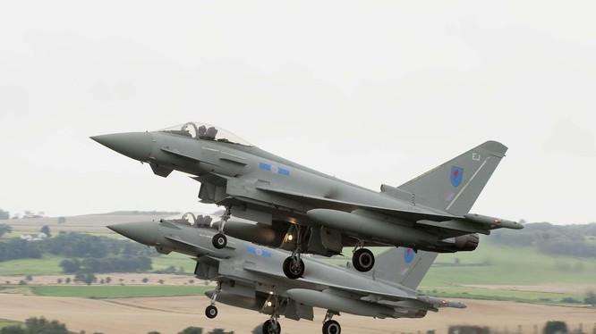 Chiến đấu cơ Typhoon của không quân hoàng gia Anh