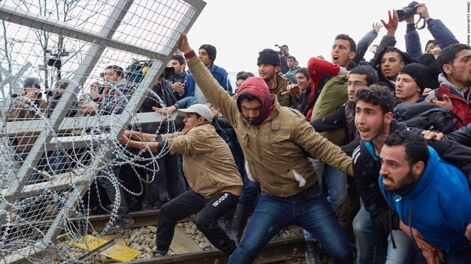 """Châu Âu đang đối mặt với """"quả bom nổ chậm"""" mang tên người nhập cư"""