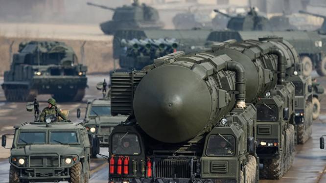 Tên lửa đạn đạo liên lục địa mang đầu đạn hạt nhân của Nga