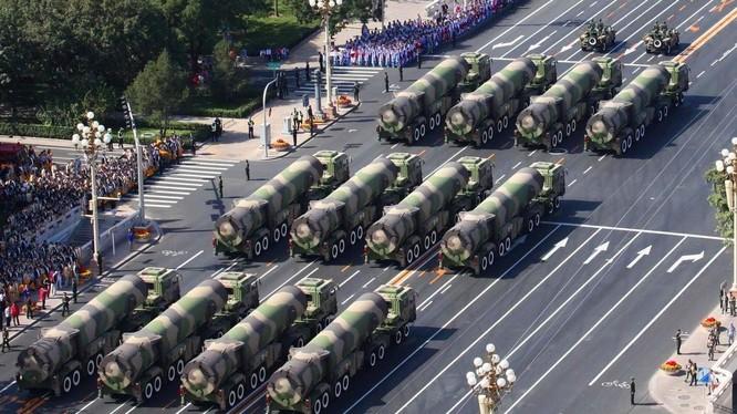 Dàn tên lửa của Trung Quốc trong lễ duyệt binh