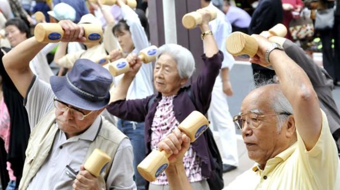 Người già chiếm tỷ lệ lớn trong cơ cấu dân số Nhật Bản