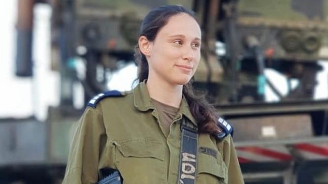 Nữ đại úy quân đội Israel Or Naaman