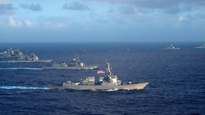 Hải quân Mỹ và hải quân Nhật tập trận gần Philippines