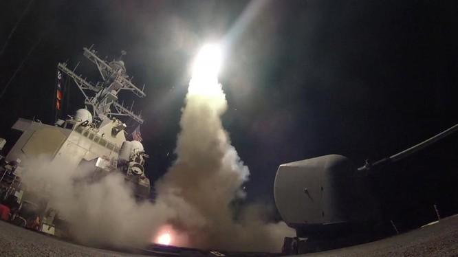 Chiến hạm Mỹ khai hỏa Tomahawk tấn công Syria