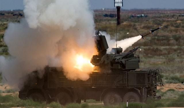 Tổ hợp tên lửa-pháo phòng không Pantsir-S1 Nga khai hỏa bắn hạ mục tiêu
