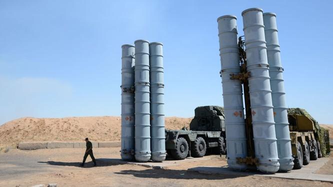 Nga đã chuyển giao các tổ hợp tên lửa S-300 cho Syria sau sự cố máy bay trinh sát IL-20 bị bắn hạ thảm khốc hôm 17/9