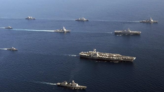 Mỹ tiết lộ kế hoạch tập trận một tuần ở Biển Đông và eo biển Đài Loan sau sự cố khu trục hạm Trung Quốc cắt mặt chiến hạm Mỹ tuần tra sát đảo nhân tạo bồi lấp phi pháp ở khu vực quần đảo Trường Sa