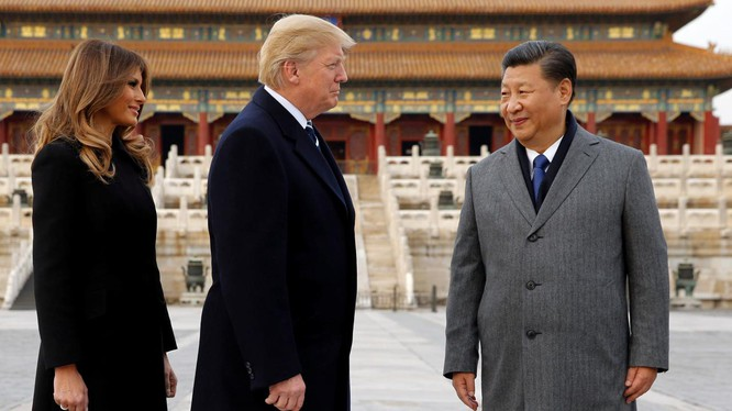 Thái độ cứng rắn của ông Trump nhằm vào Trung Quốc trái ngược hoàn toàn với không khí thân mật trong chuyến thăm Bắc Kinh trước đó