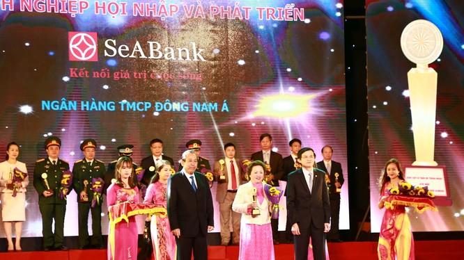 SeABank vinh dự được Phó Thủ tướng thường trực Chính phủ Trương Hòa Bình trao giải