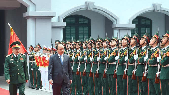 Thủ tướng Nguyễn Xuân Phúc đã đi kiểm tra công tác trực, sẵn sàng chiến đấu của Tổng cục Tình báo
