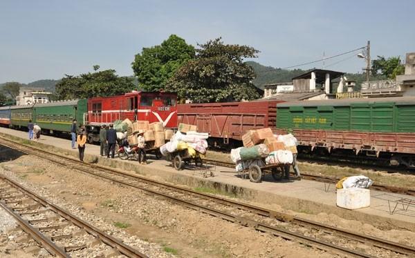 Tính kết nối trong vận chuyển hàng hóa bằng đường sắt chưa cao nên lượng hàng không nhiều (chụp tại ga Phú Lu, Lào Cai)