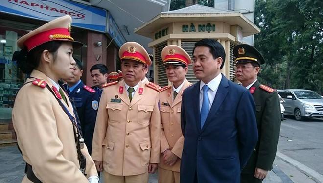 Chủ tịch Nguyễn Đức Chung đề nghị Phòng CSGT Hà Nội tăng cường chống ùn tắc dịp lễ hội đầu xuân. Ảnh: PC67.