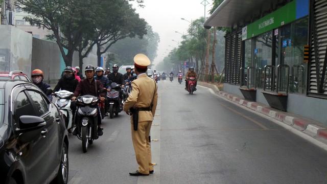 Từ 15/2, lực lượng CSGT Hà Nội bắt đầu thực hiện kế hoạch tăng cường kiểm tra, xử lý hành vi đi không đúng phần đường, làn đường quy định; các phương tiện tham gia giao thông đi vào làn đường dành riêng cho xe buýt nhanh (BRT).