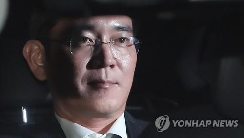 Phó Chủ tịch Samsung vừa bị bắt giữ do liên quan đến vụ bê bối tham nhũng lớn của đất nước