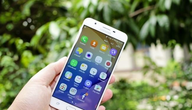 Tiết kiệm pin: Theo BrightSide, hầu hết smartphone cao cấp từ Samsung hiện nay được trang bị tính năng tự động làm nổi pixel (Automatic pixel highlighting) nhằm thể hiện hình nền sắc nét hơn. Do đó, việc sử dụng hình nền nhiều chi tiết màu sắc sẽ khiến sm