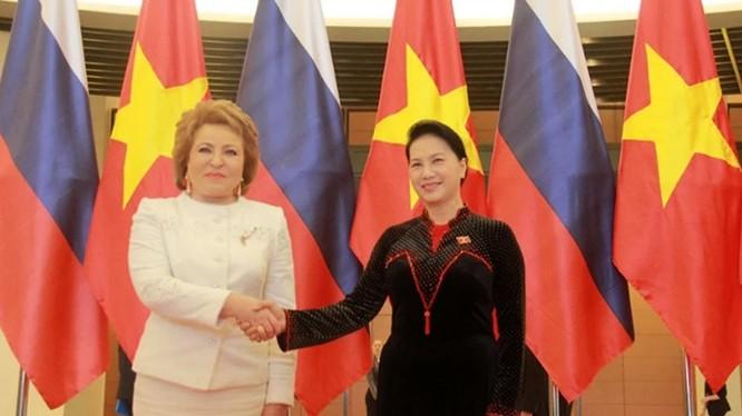 Chủ tịch Quốc hội Nguyễn Thị Kim Ngân và Chủ tịch Hội đồng Liên bang Nga Valentina Ivanovna Matviyenko