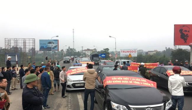 Người dân huyện Nghi Xuân chặn Trạm thu phí Bến Thủy 1 ngày 3/12