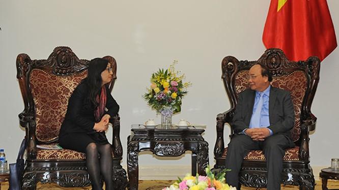 Bà Tôn Á Phương (Sun Yafang), Chủ tịch tập đoàn Huawei tiếp kiến Thủ tướng Chính Phủ Nguyễn Xuân Phúc.