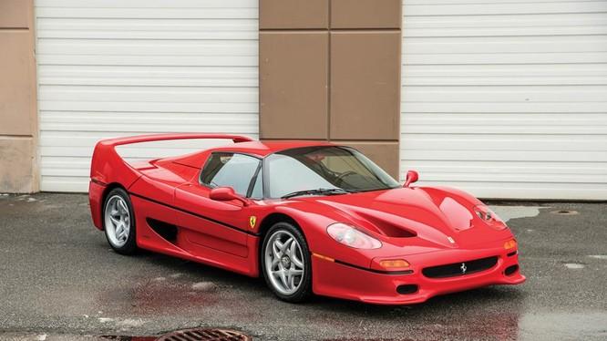 Chỉ 349 chiếc F50 được sản xuất, và 50 chiếc được bán tại thị trường Mỹ. Ferrari F50 không phải những mẫu xe thường có thể nhìn thấy hàng ngày.