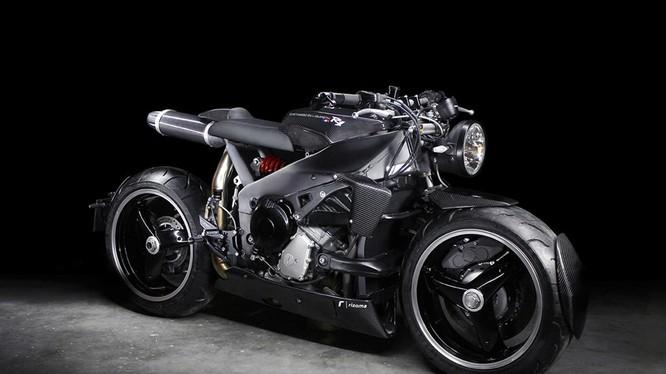 Lazareth là một trong những hãng độ nổi tiếng với các sản phẩm môtô độc đáo, sử dụng động cơ của những siêu xe hoặc xe thể thao. Sản phẩm độ mới nhất của hãng độ Pháp được thực hiện trên siêu môtô Yamaha YZF-R1 đời 1999.