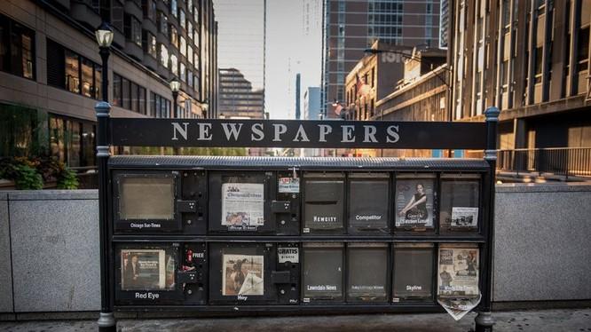 Không riêng ở Mỹ, ngành báo chí ở nhiều nơi đang gặp khó khăn trước sức ép từ mạng xã hội. Ảnh: Bloomberg.