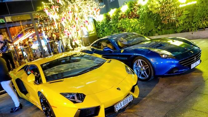 Tối 25/2, các thành viên nhóm chơi siêu xe người Việt tại Mỹ Gialai Team có mặt tại Việt Nam, nhiều đại gia Sài Gòn nghênh đón bằng dàn siêu xe đắt tiền.