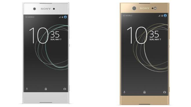 Di động Sony Xperia XA1 (trái) được nâng cấp phần cứng hỗ trợ selfie so với đàn anh trước đó. Ảnh:Sony.