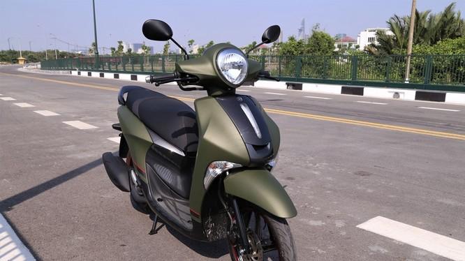 Yamaha Việt Nam vừa giới thiệu thêm mẫu Janus phiên bản Limited Premium tại thị trường Việt Nam. Theo nhà sản xuất, phiên bản màu xanh nòng súng hướng tới những khách hàng nam giới muốn một chiếc xe giá mềm, nhỏ gọn và tiết kiệm.