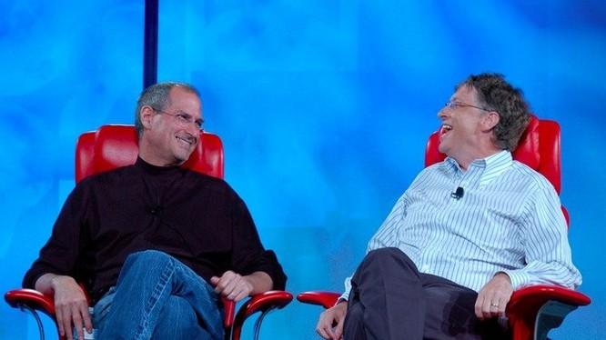Bill Gates (phải) và Steve Jobs lúc sinh thời.