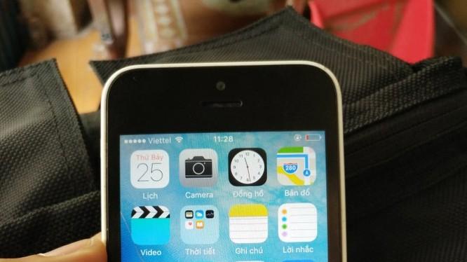 Một chiếc iPhone 5C lock được rao bán trên mạng.