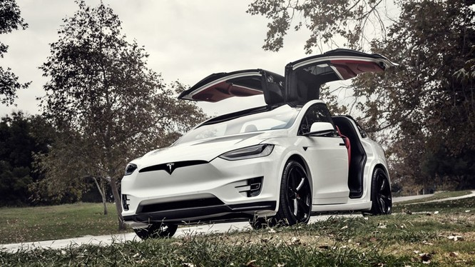 Mẫu xe điện Tesla Model X này đang được rao bán trên trang mua sắm trực tuyến với giá 180.000 USD. Trong đó, gói phụ kiện lắp thêm có giá khoảng hơn 60.000 USD.