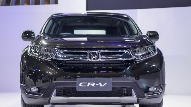 Sau khi tổ chức lễ ra mắt riêng, Honda đem CR-V phiên bản 7 chỗ tới Triển lãm ôtô quốc tế Bangkok lần thứ 38 với vị trí trung tâm cùng Civic bản hatchback. Điểm thu hút nhất của mẫu xe này là hàng ghế thứ 3 vốn từng được hy vọng nhưng gây nhiều thất vọng