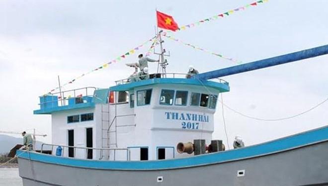 Tàu đánh cá Thanh Hải 2017 hạ thủy tại cảng Hòn Rớ.